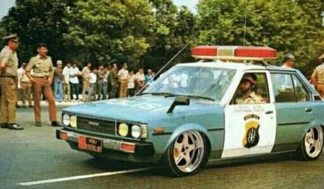 Potret Mobil Polisi Jadul yang Serba Ceper, Editan? (593543)