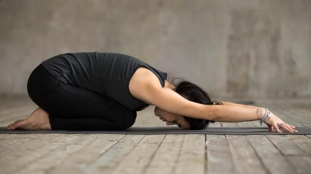 7 Pose Yoga untuk Tingkatkan Kesuburan agar Cepat Hamil (6)