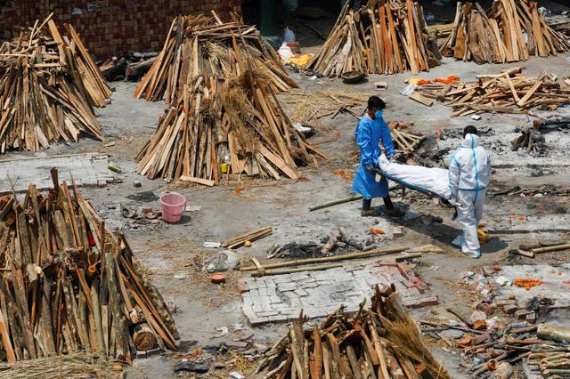 40 Jenazah Suspek COVID-19 Terdampar di Tepian Sungai Gangga India (228130)