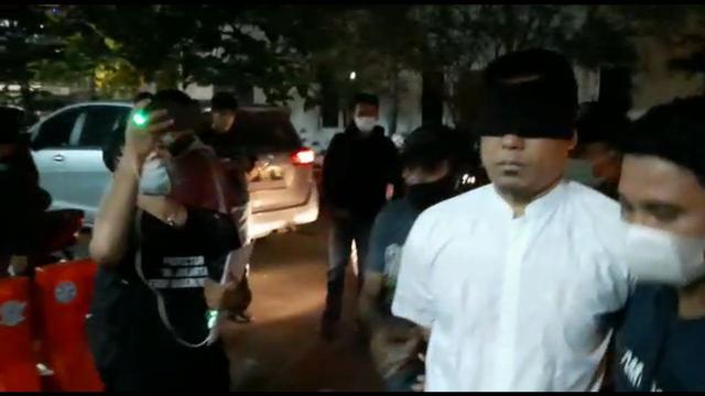Tahu Anggota FPI Baiat ke ISIS, Mengapa Munarman Tak Lapor Polisi? (5600)