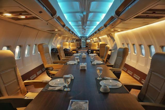 Pertama di Lampung, Rumah Kayu Hadirkan Pengalaman Makan di Dalam Pesawat (650387)