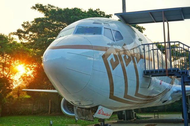 Pertama di Lampung, Rumah Kayu Hadirkan Pengalaman Makan di Dalam Pesawat (650388)