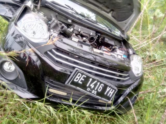 Daihatsu Ayla Ringsek Ditabrak Kereta Api di Lampung Selatan, Pengemudi Selamat (6971)