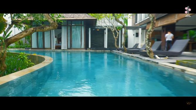 Melihat Vila Mewah Milik Rossa yang Terletak di Bali (5)