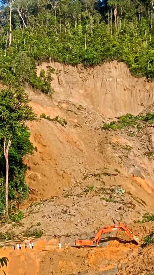 Foto: Evakuasi Korban Longsor di Kawasan Proyek PLTA Tapanuli Selatan (962556)