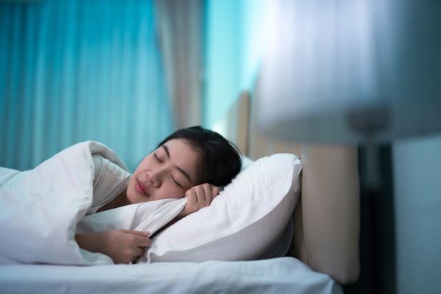 Langsung Tidur Setelah Makan Sahur, Ini 5 Bahayanya bagi Kesehatan (222742)