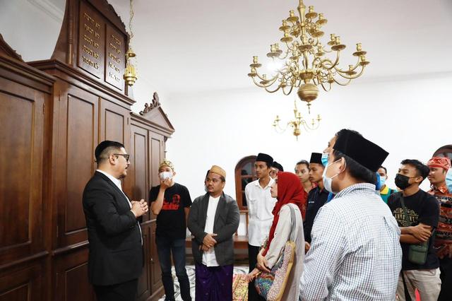 Bukber Komunitas Yahudi-Muslim di Sulut: Doakan KRI Nanggala-Salat di Sinagoge (2)