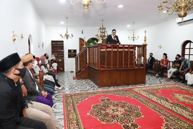 Bukber Komunitas Yahudi-Muslim di Sulut: Doakan KRI Nanggala-Salat di Sinagoge