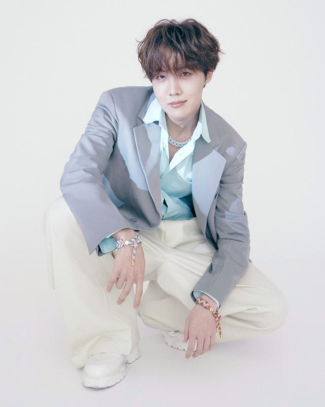 Tampilan Perdana Idola K-Pop BTS Jadi Brand Ambassador Louis Vuitton (212674)