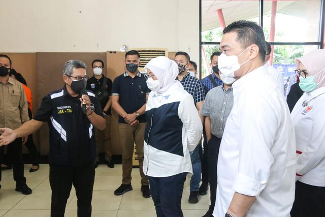 Peringatan Hari Buruh, Menaker dan Wagub DKI Tinjau Vaksinasi Buruh di Jakarta (262560)