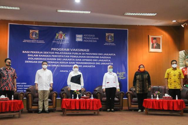 Peringatan Hari Buruh, Menaker dan Wagub DKI Tinjau Vaksinasi Buruh di Jakarta (262561)