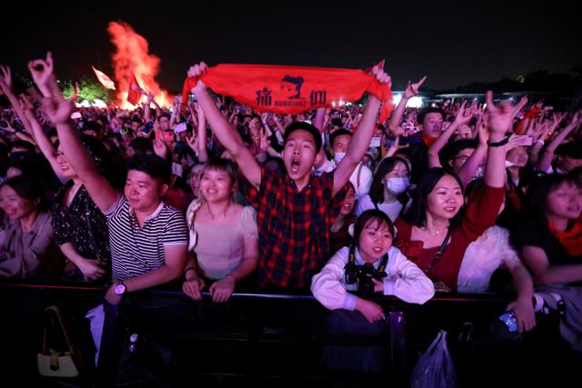 Foto: Ribuan Warga Wuhan Berpesta di Festival Musik (55513)