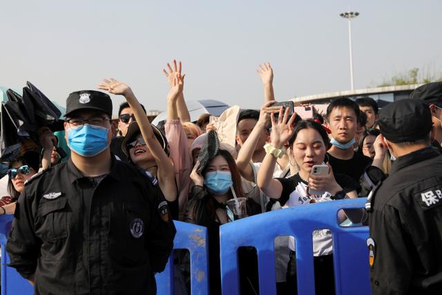 Foto: Ribuan Warga Wuhan Berpesta di Festival Musik (55514)