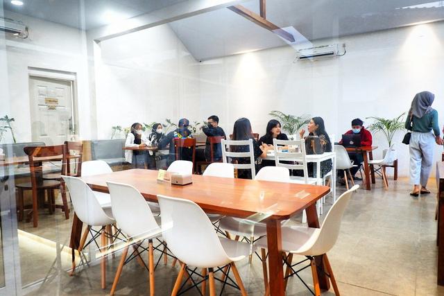 Maheera Coffee Bandar Lampung, Kafe Minimalis Berkonsep Arsitektur Skandinavia (5)
