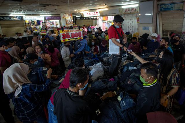 Kerumunan di Pusat Perbelanjaan Mengkhawatirkan, Pemda Harus Cegah (208017)