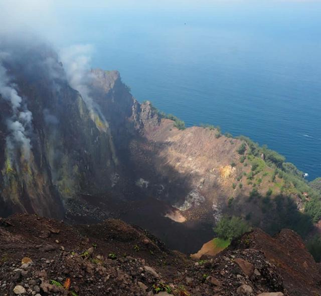 Fakta Geologis Menarik Gunung Api Iya, Gunung Api Aktif Paling Selatan Indonesia (42358)