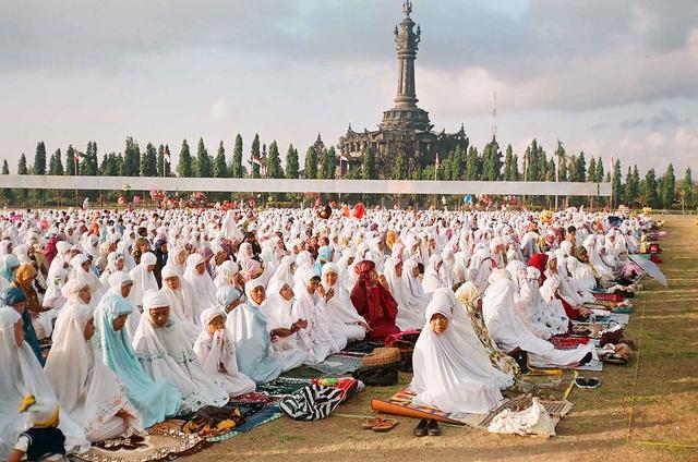 Bacaan Niat Sholat Idul Fitri untuk Imam dan Makmum (1179220)