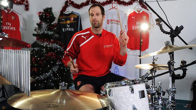 Ini 9 Pesepak Bola yang Berbakat di Dunia Musik, Ada Petr Cech yang Jago Drum (39468)