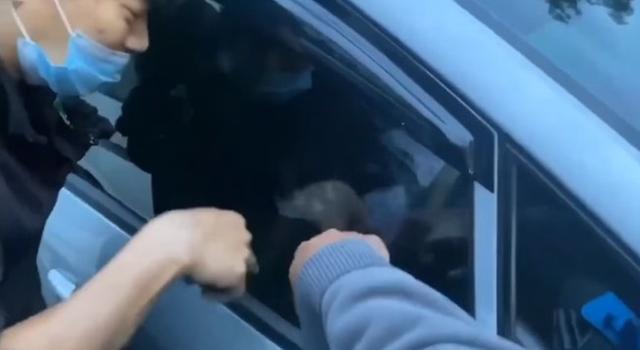 Penyelamatan Dramatis Bocah Terjebak di Dalam Mobil, Sempat Dikira Meninggal (218099)