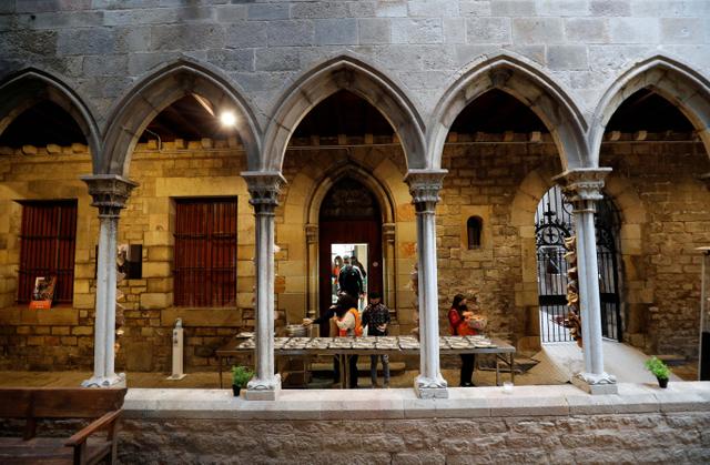 Saat Pintu Gereja Barcelona Terbuka bagi Umat Muslim Berbuka Puasa (129138)