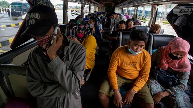 Foto: Suasana di Terminal Pulogebang Jelang Masa Larangan Mudik (6362)