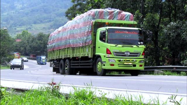 Mudik Dilarang, Sumbar Waspadai Truk Angkutan Barang yang Nekat Bawa Pemudik (210275)