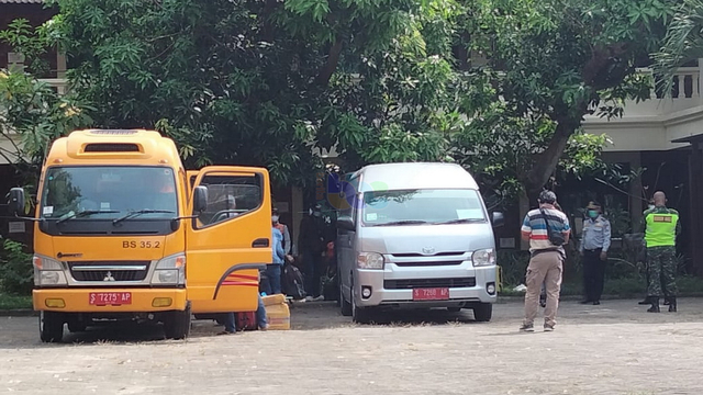 13 Pekerja Migran Indonesia yang Direpatriasi Kembali Tiba di Bojonegoro (32272)