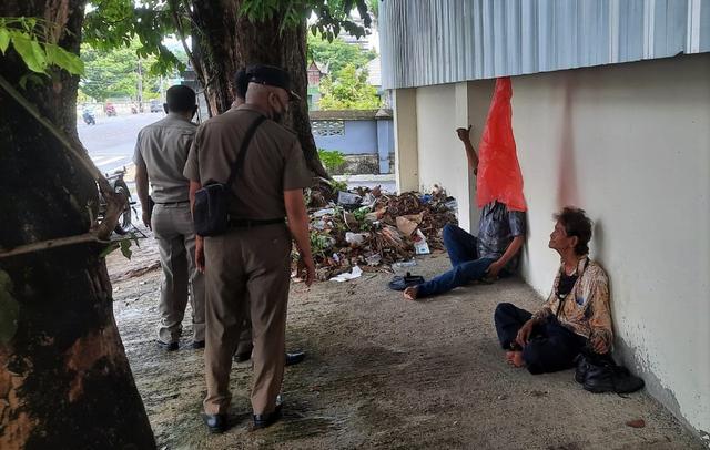 Satpol PP Tertibkan Pengemis di Depan Rumah Dinas Gubernur Sumbar (47949)