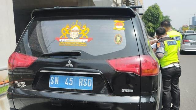 Polisi: Rusdi Jenderal Sunda Nusantara Punya SIM RI, tapi Tak Mau Ditunjukkan (451962)