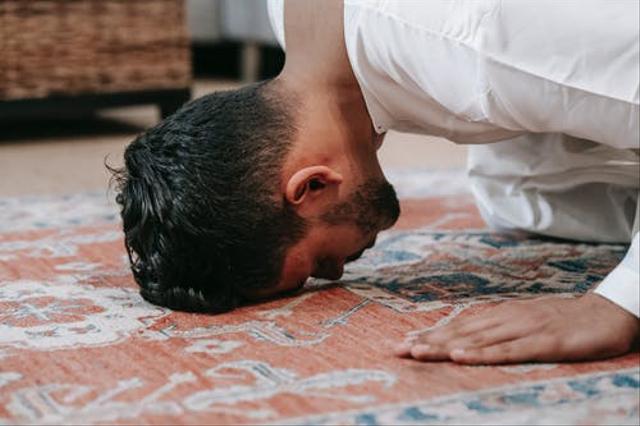 Bacaan Doa Sujud Syukur dan Tata Cara Melaksanakannya (136799)