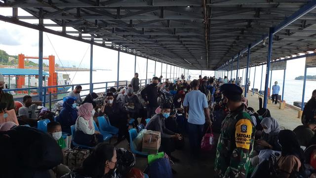 Jelang Pemberlakuan Larangan Mudik, Pelabuhan Sri Bintan Pura Diserbu Penumpang (41961)