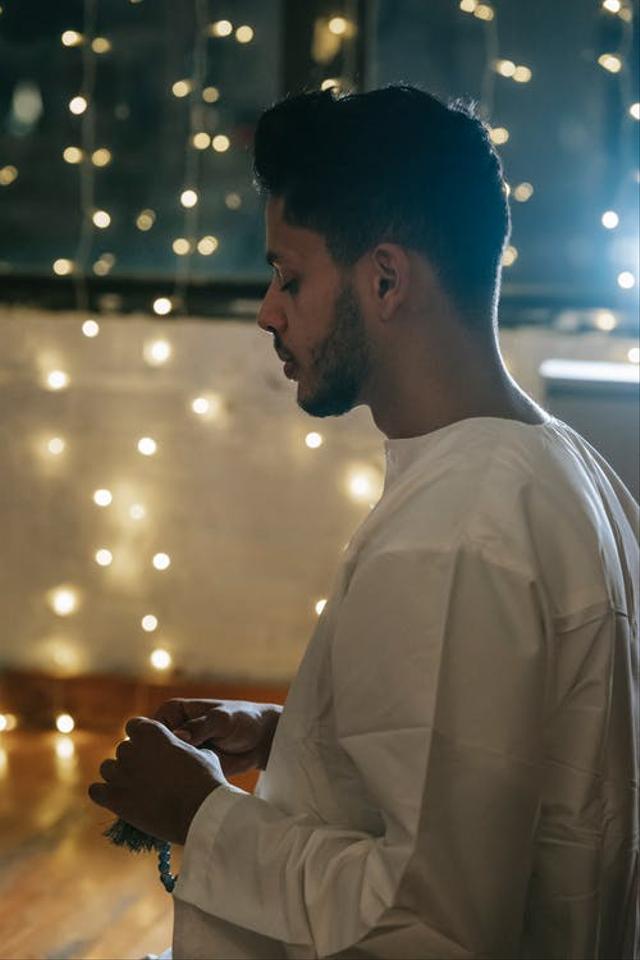 Bacaan Tasbih, Tahmid, dan Takbir Serta Doa yang Dibaca Setelah Sholat Fardhu (131486)