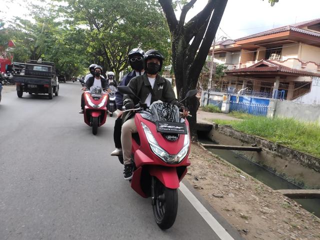 Komunitas MC Ngabuburit Keliling Kota Pontianak dengan Honda PCX 160  (405493)