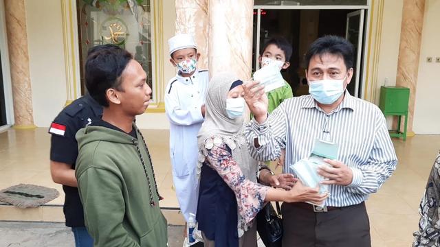 Nawir, Pemuda yang Usir Jemaah Bermasker di Masjid Bekasi Jadi Duta Masker (99948)