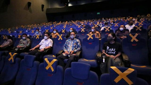 Serukan Kurangi Sampah Plastik, Anies Ajak Kepala Pasar Nobar Film Pulau Plastik (121966)