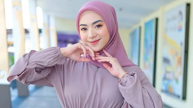 Tips Kecantikan: Cara Menentukan Alas Bedak yang Tepat (206251)