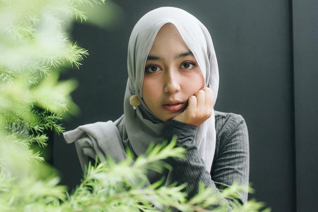 Tips Kecantikan: Cara Menentukan Alas Bedak yang Tepat (206253)