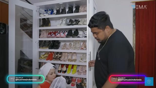 Melihat Isi Rumah Minimalis Dinar Candy, Ada Brankas Berisi Uang Rp 400 Juta (28123)