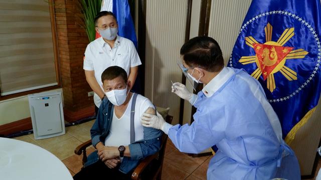 Presiden Filipina Usai Divaksin Sinopharm: Jangan Ikuti Langkah Saya (59171)