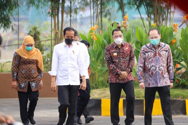 Jokowi Resmikan Pengolahan Sampah Jadi Energi Listrik Pertama di Indonesia (268449)