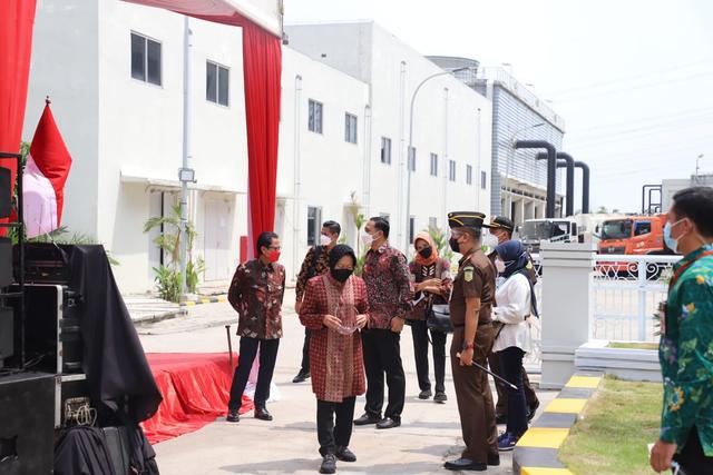 Jokowi Resmikan Pengolahan Sampah Jadi Energi Listrik Pertama di Indonesia (268450)