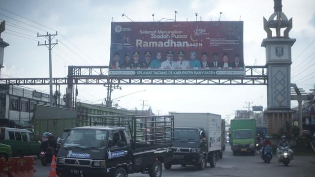 Penyekatan Mudik di Palembang, Ratusan Kendaraan Dipaksa Putar Balik (220476)