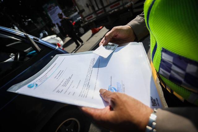 Hari Pertama Pelarangan Mudik, Petugas Putar Balik Ratusan Kendaraan (75205)