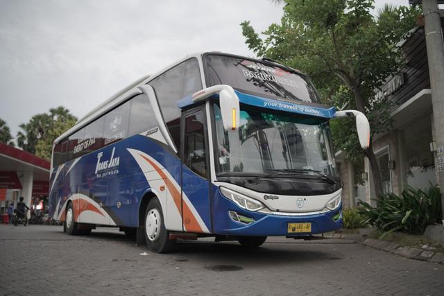 Bus Mewah Trans Jaya Asal Semarang, Ada Sofa, Meja Makan hingga Dapur! (23960)