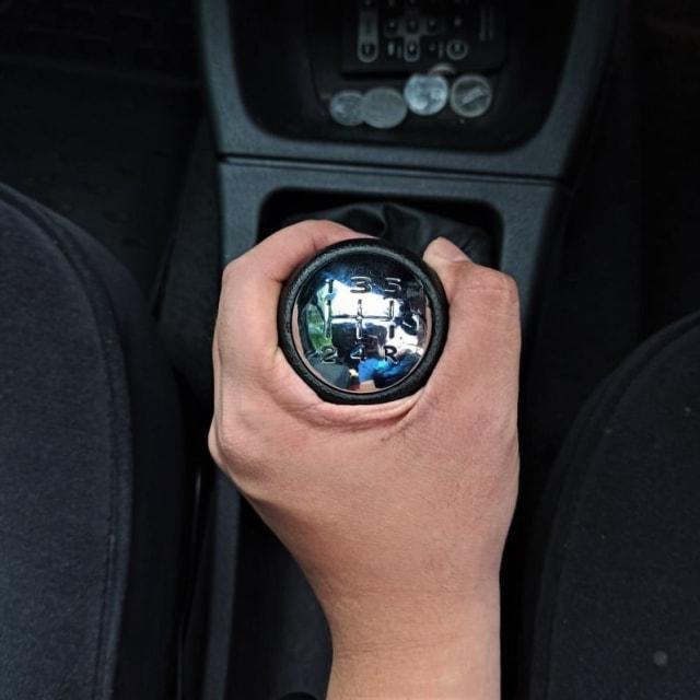 Cara Cepat Belajar Mobil Manual Secara Bertahap (30714)