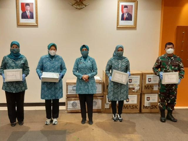 Tekan Penyebaran COVID-19, PKK RI Berikan 40 Ribu Masker ke Kepri (272058)
