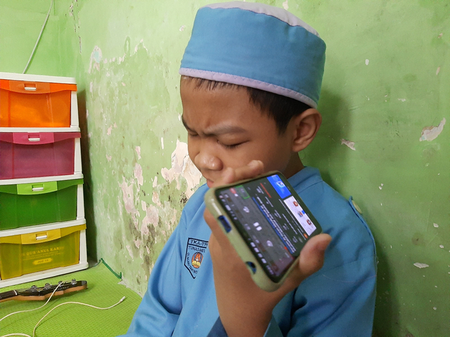 Kisah Bocah di Surabaya Hafalkan Al-Qur'an 15 Menit Sehari Meski Alami Katarak (253771)