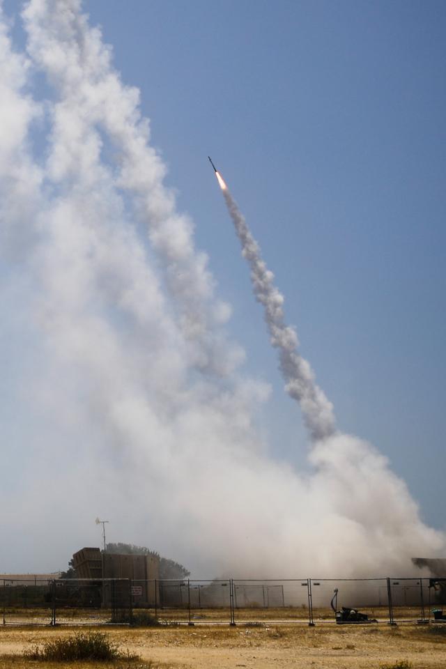 Foto: Sistem Pertahanan Rudal Israel Halau Roket-roket dari Gaza (185138)