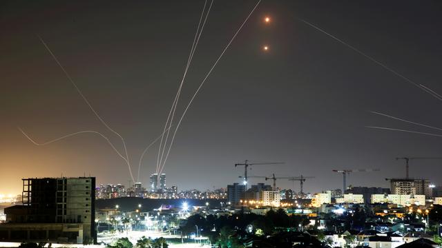 Foto: Sistem Pertahanan Rudal Israel Halau Roket-roket dari Gaza (185139)