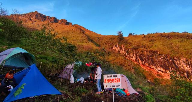 Menjajal Jalur Pendakian Baru Gunung Sumbing via Dukuh Seman (199085)